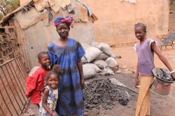 La tante d'Aïssata à Bamako et ses enfants