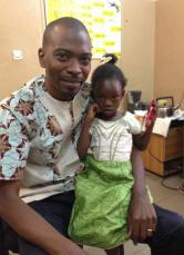 Au CHU G.Touré - Fatoumata et le Dr. Moumine Diarra