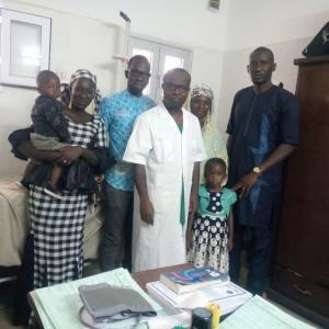 Pr. Coulibaly et les patients le 31 janvier 2020